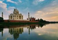 Day Tour To Taj Mahal With Boat Ride From Delhi