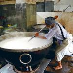 Mega Kitchens In India That Offer Finger Licking Free Food!