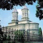 Trei Lerarhi Church